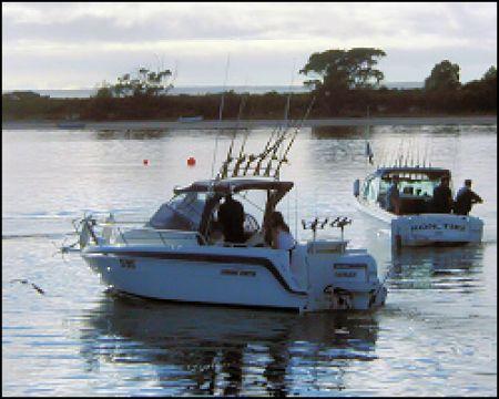 American-River-Fishing-01-250